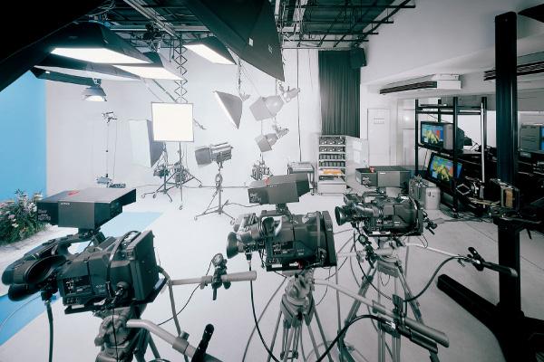 カメラワーク・ライティングスタジオ